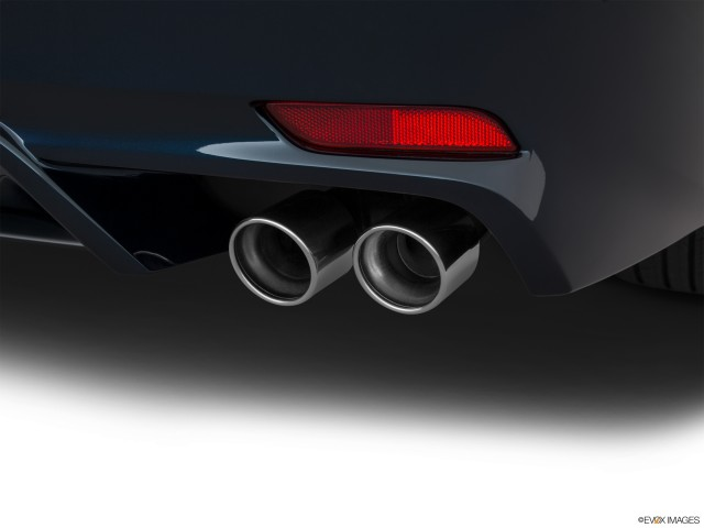 Chrome tip exhaust pipe.